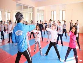 Selçuklu'da, ilkokul öğrencileri sporla tanışıyor