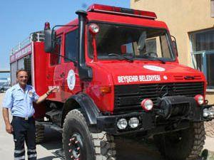Yangınlara karşı yangın söndürme arazözü