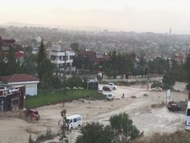 Konyada yağmur sele dönüştü