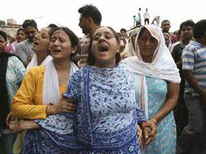 Keşmirde askerler 40 Müslümanı katletti