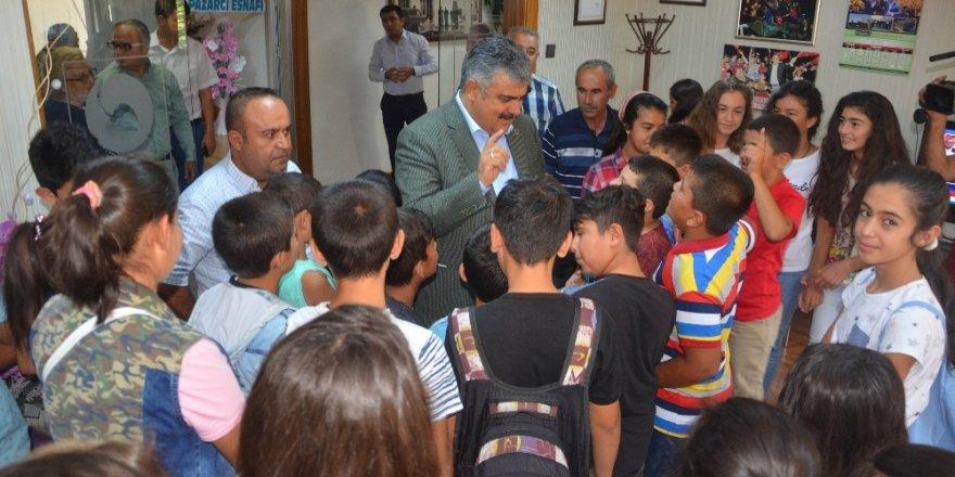 Çocuklar Başkan Özgüven'in misafiri oldu