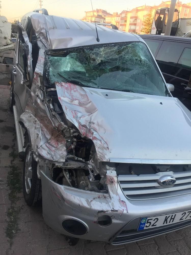 Konyada feci kaza! Tanker ile hafif ticari araç çarpıştı