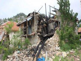 Evi yanan kişiye belediye desteği