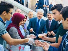 Konya Anadolu İHLde aşure ikramı
