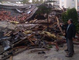 Seydişehir Halk Eğitim Merkezi binasının yıkımına başlandı
