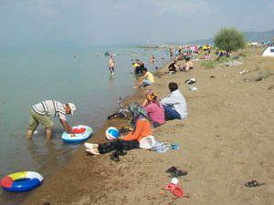 Beyşehir Gölü sıcaktan bunalanların adresi