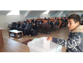 Kulu'da öğrenciler meclis başkanını seçti
