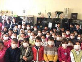 Kuluda öğrenciler lösemili çocuklara destek için maske taktı