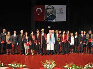 Akademisyenlere ödülleri verildi