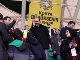 Başkan Altay Konyaspor maçında özel öğrencilerle buluştu