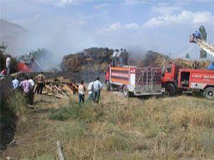 Konyada 200 ton saman balyası yandı