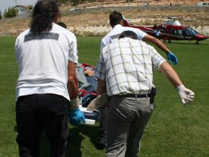 Tamir ettiği tüfekle başından yaralandı
