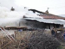 Akşehirde ev yangını