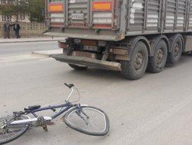 Konyada kamyon, bisikletle çarpıştı: 1 yaralı