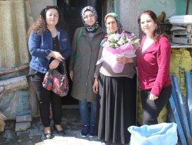 Yılın annelerine evlerinde anlamlı ziyaret