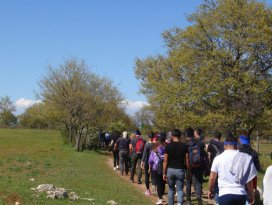 Beyşehirde doğaseverler anneler için yürüdü