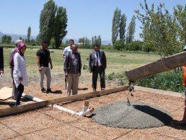 Yalıhüyükde mantar yetiştirme serası inşaatına başlandı