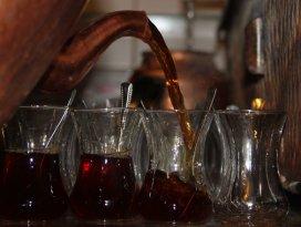 İftardan sonra közde çay gelenek haline geldi