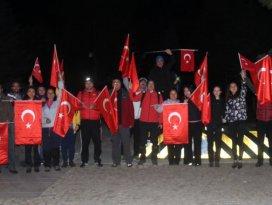 Beyşehir'de doğaseverler 19 Mayıs'ı gece yürüyüşüyle kutladı