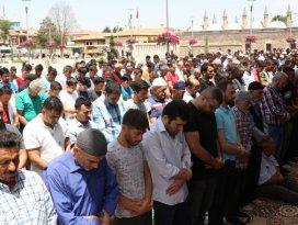 Ramazan'ın son cumasında camiler doldu