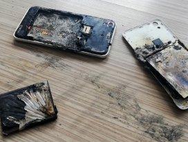 Cep telefonu okulda bomba gibi patladı!