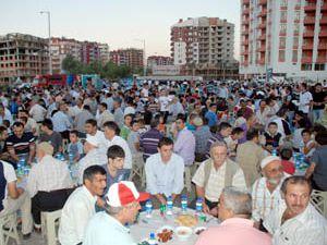 4 mahalle iftar yemeğinde bir arada