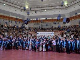 NEÜ 5 bin mezunu yeni yaşamlarına uğurladı