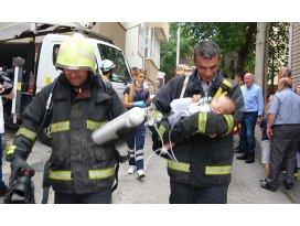 6 katlı binadaki yangından Irmak bebeği kurtardılar