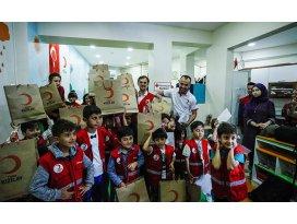 Türk Kızılayı bayram öncesi çocukları sevindirdi