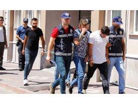 4 taksiden 32 kaçak göçmen çıktı