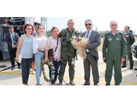 Vali Toprak Türk Yıldızlarını ziyaret etti