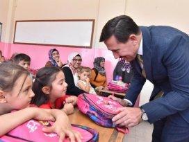 Karatay, okula yeni başlayan öğrencileri ödüllendirdi