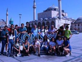 Yabancı gençler güvenli internet kullanımı için Konyada