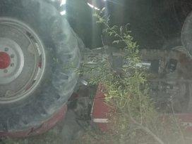 Konyada devrilen traktörün altında kalan çiftçi öldü