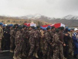 Hakkaride şehit olan 2 asker için tören düzenlendi