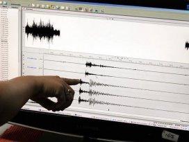 Vanda korkutan deprem