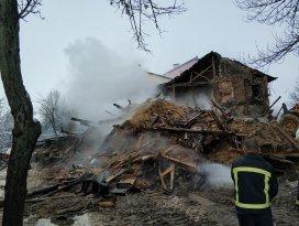 Ispartada evde çıkan yangında 2si çocuk 3 kişi öldü
