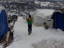 Suriye'de kar ve dondurucu soğuk, kamplarda hayatı felç etti