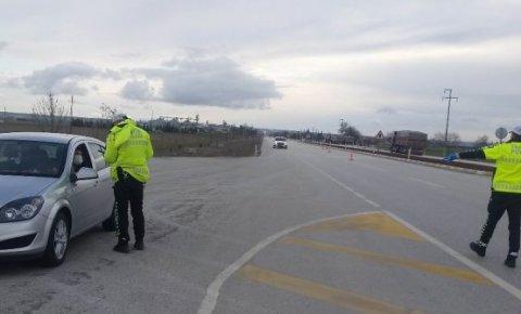 Kulu'da polisler ateş ölçümü yaptı, uyarılarda bulundu