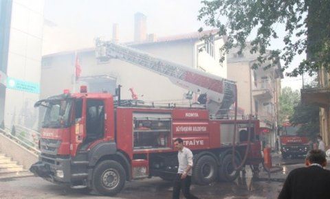 Konya'da iki katlı binadaki baca yangını korkuttu