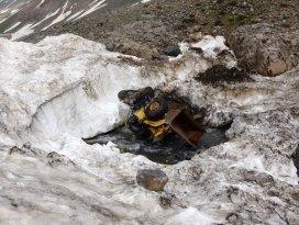 42 kişi can vermişti!Kar altında kalan araçlar karların erimesiyle ortaya çıktı
