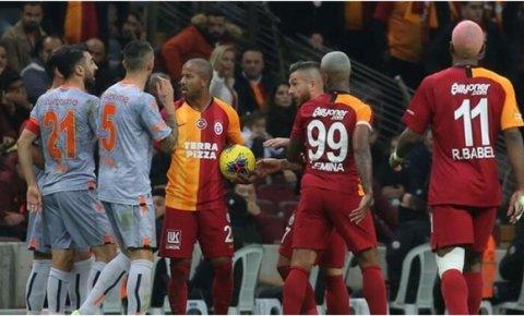 Galatasaray, lider Medipol Başakşehire konuk olacak