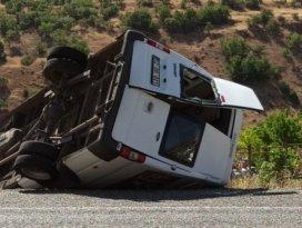 Minibüs şarampole yuvarlandı: 1'i ağır 12 yaralı