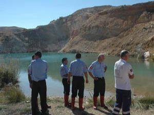 Fotoğraf çektirmek istediler gölete düştüler