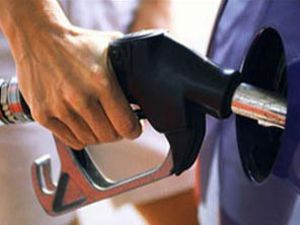 Benzinin fiyatı 4 lirayı aştı