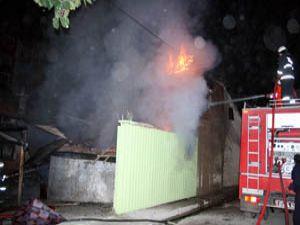 Yangın kömürlükte başladı otomobile sıçradı