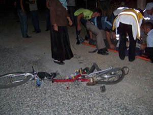 Kamyonet bisiklete çarptı