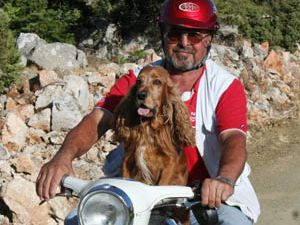 Köpeğin motosiklet tutkusu