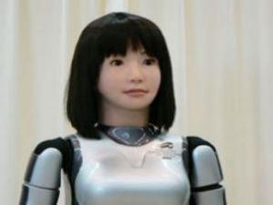 İnsan gibi konuşabilen robot