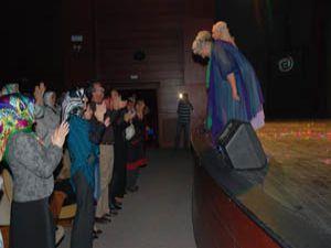 Kursiyerler tiyatro oyununda
